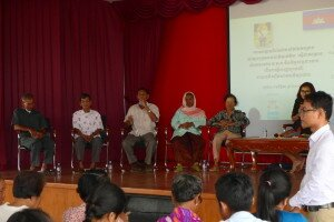 Discussion between ethnic civil parties and Khmer students.