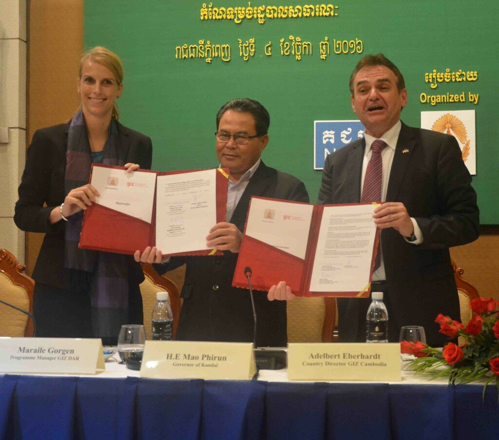 Ms Maraile Görgen, GIZ DAR Program Manager, H.E. Mao Phirun, Governor of Kandal Province, and Mr Adelbert Eberhardt, GIZ Country Director, (from left to right) after signing the MoU between Kandal and GIZ.