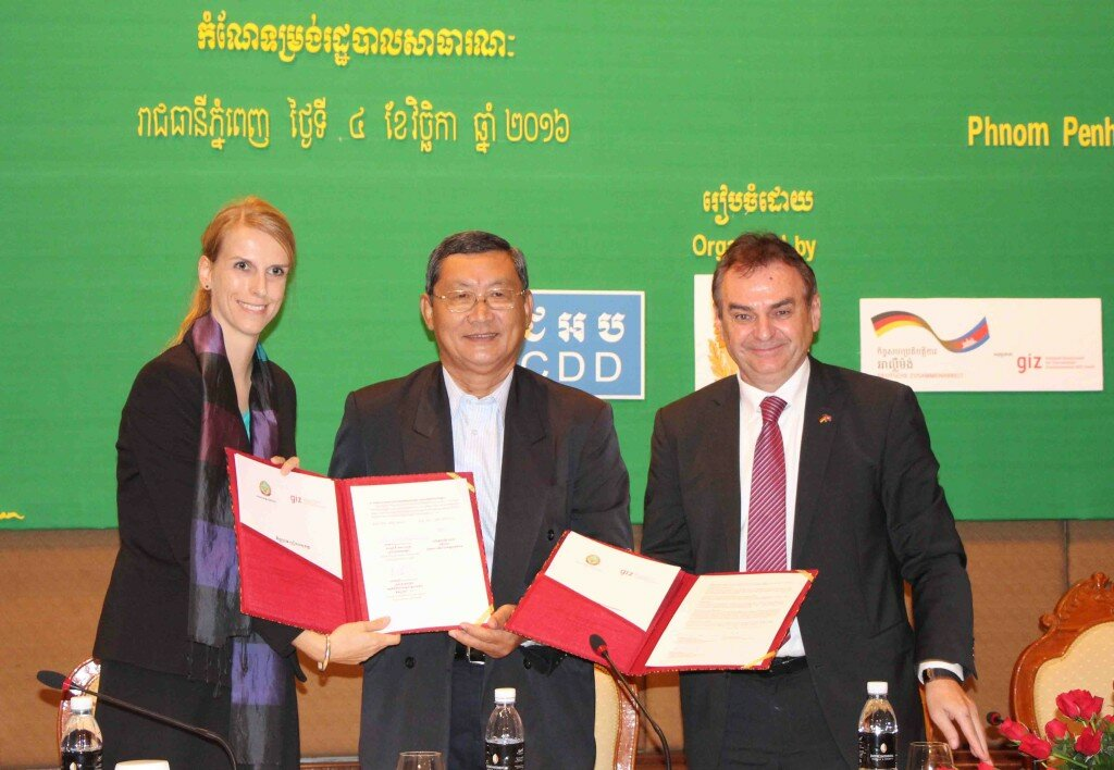 Ms Maraile Görgen, GIZ DAR Program Manager, H.E. Chan Sophal, Governor of Battambang Province, and Mr Adelbert Eberhardt, GIZ Country Director, (from left to right) after signing the MoU between Battambang and GIZ .
