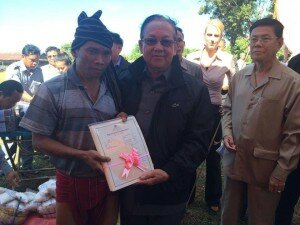 Senior Minister H.E. Im Chun Lim of MLMUPC handing over the collective land title to Mr. Reyeum Pcheul of Pu Trom Community.