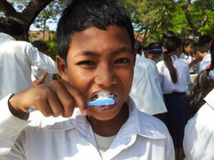 A student of Svay Kal Primary School, Kompong Thom Province, brushed his teeth during the daily group hygiene activities along with his peers