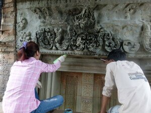 Consolidation of decayed stone surface areas at linel - Prasat Pre Rup