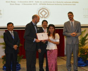 Handover of the certificates. From left: H.E. Dr. Sum Map, H.E. Joachim Marschall von Bieberstein, H.E. DPM Dr. Sok An, Ms. Tean Saroth (SCU), Thomas Bernecker Regardless of the official completion of the training, the students still keep on learning as they get special further training in the laboratory, with special scientific devices and new materials. So SCU can ensure that the work they carry out in various conservation projects in Angkor meet all the international standards.