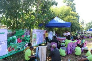 Partners from ASEAN-SAS Project, the Eco Agro Center (EAC), explaining the positive impact of Trichoderma.
