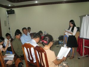 Ms. Touch Setha from NGO-Forum facilitates a group discussion