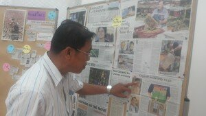 Participant checking news sample during the workshop. Photo by: Keo Chenda