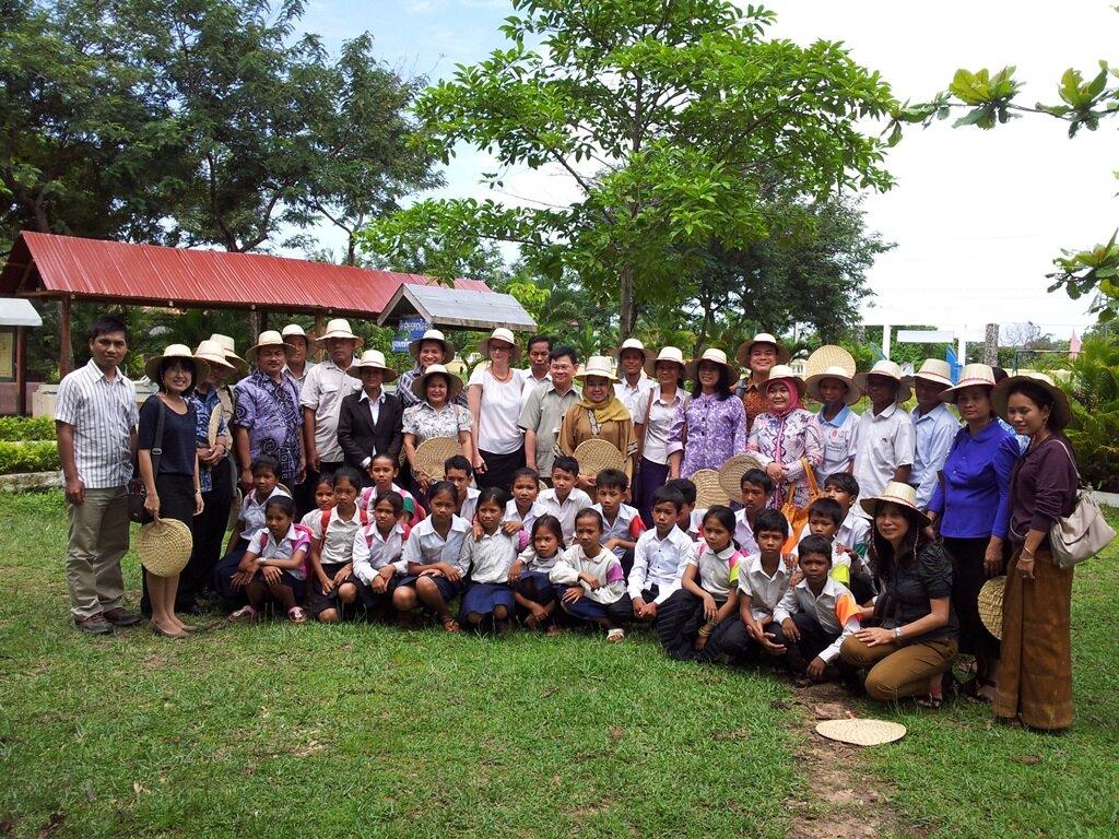 Regional networking visit- group photo - Svay Kal primary school