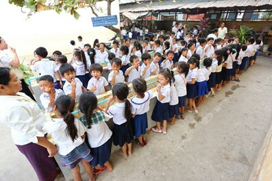 Students of Beoung Trabek Khang Tboung Primary School, Phnom Penh, implementing their daily toothbrushing activity under the supervision of the teachers